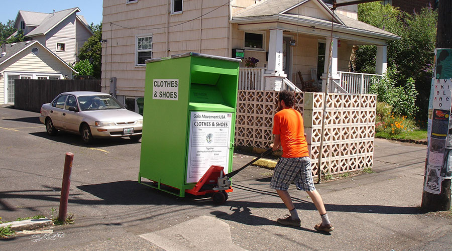 Gaia places our drop boxes for used clothes and shoes in agreement with private businesses